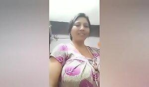 Desi Busty Aunty Live