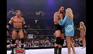 wwe - ECW Ground-breaking Bathing suit Duel - Torrie Wilson vs. Kelly Kelly 2006 8-22