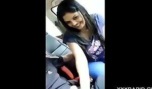 मामा की लड़की को घर छोड़ते वक्त कार में ही चोद दिया