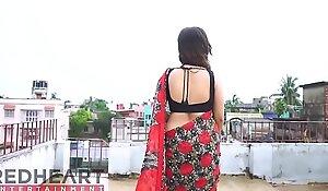 Hot Bhabhi in the air Saree exhibiting a resemblance stuff - Danger 4