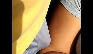 Arrimon a milf en el brazo/ encoxada/ trainer groping